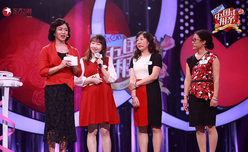 A still from 'Chinese Dating' shows host Jin Xing (left) introducing a female guest (second from left). From the reality show's official Weibo account