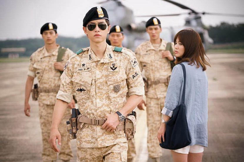 Doctor Kang Mo-yeon (Song Hye-kyo) glances back at Captain Yoo Si-jin (Song Joong-ki) in a still frame from 'Descendants of the Sun.'  IC