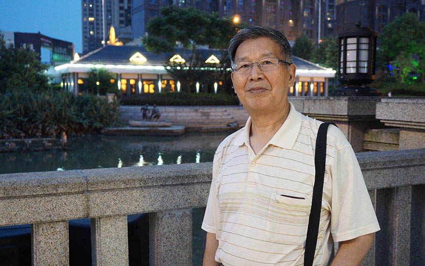 Chen Liansheng, now 70,  poses for a photo in downtown Wuhan, Hubei province, Aug. 5, 2016. Feng Jiayun/Sixth Tone